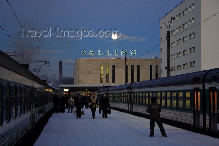 estonia177: Estonia - Tallinn - Train Station - trains, snow and moon - photo by K.Hagen - (c) Travel-Images.com - Stock Photography agency - Image Bank