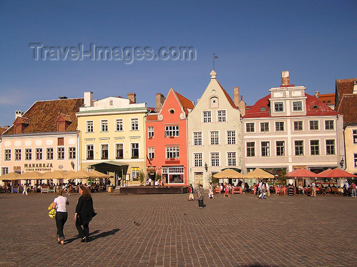 estonia2: Estonia / Eesti - Tallinn: old town - Town Hall square / Tallinna Reakoja plats - photo by J.Kaman - (c) Travel-Images.com - Stock Photography agency - Image Bank