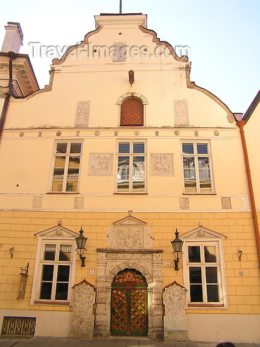 estonia49: Estonia - Tallinn: House of the Brotherhood of the Blackheads - guild hall - Mustpeade Maja - Pikk 26 - façade - photo by J.Kaman - (c) Travel-Images.com - Stock Photography agency - Image Bank