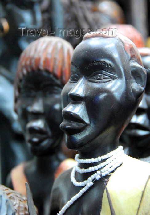 ethiopia101: Addis Ababa, Ethiopia: merkato - statues from southern Ethiopia - photo by M.Torres - (c) Travel-Images.com - Stock Photography agency - Image Bank
