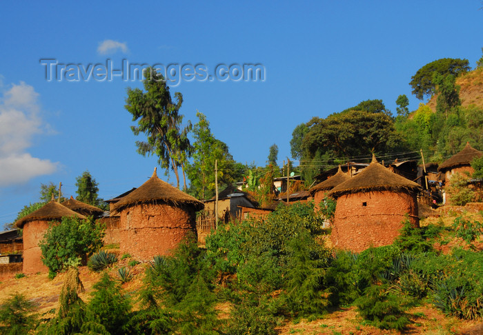 ethiopia189: Lalibela, Amhara region, Ethiopia: two-storied huts on a hill side - photo by M.Torres - (c) Travel-Images.com - Stock Photography agency - Image Bank