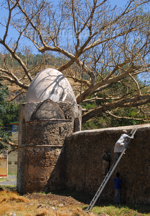 ethiopia261: Gondar, Amhara Region, Ethiopia: Fasiladas' bath - walls with egg shaped towers - photo by M.Torres - (c) Travel-Images.com - Stock Photography agency - Image Bank