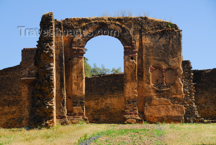 ethiopia310: Gondar, Amhara Region, Ethiopia: Royal Enclosure - arch - photo by M.Torres - (c) Travel-Images.com - Stock Photography agency - Image Bank