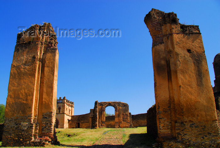 ethiopia311: Gondar / Gonder, Amhara Region, Ethiopia: Royal Enclosure - collapsed gate -  Fassil Ghebi - photo by M.Torres - (c) Travel-Images.com - Stock Photography agency - Image Bank