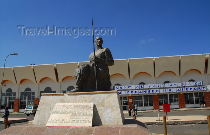 ethiopia324: Axum - Mehakelegnaw Zone, Tigray Region: Axum Airport - terminal - Britannia-like statue of Yohannes IV, Emperor of Ethiopia, nagusa nagast, King of Kings - photo by M.Torres - (c) Travel-Images.com - Stock Photography agency - Image Bank