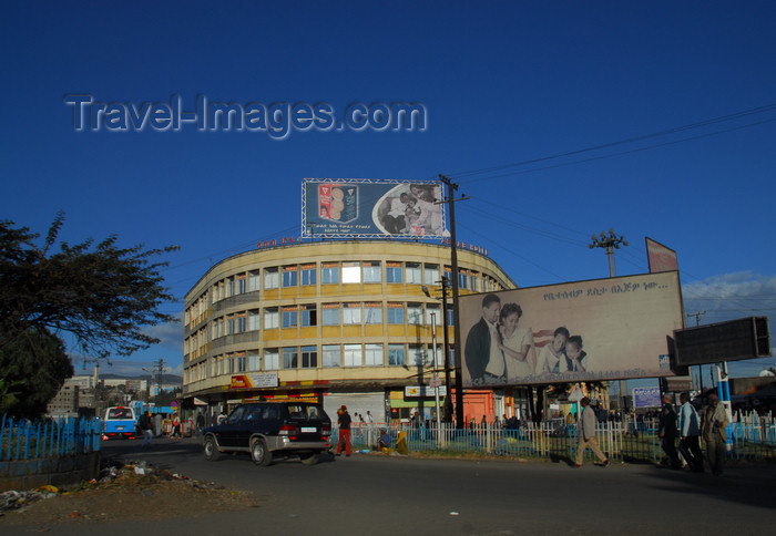 ethiopia42: Addis Ababa, Ethiopia: street scene - photo by M.Torres - (c) Travel-Images.com - Stock Photography agency - Image Bank