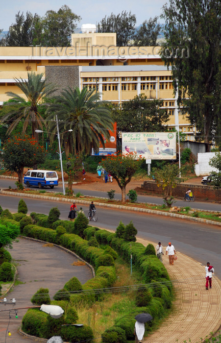 ethiopia429: Bahir Dar, Amhara, Ethiopia: wide avenue - street scene - the city was founded by Portuguese Jesuits - photo by M.Torres - (c) Travel-Images.com - Stock Photography agency - Image Bank