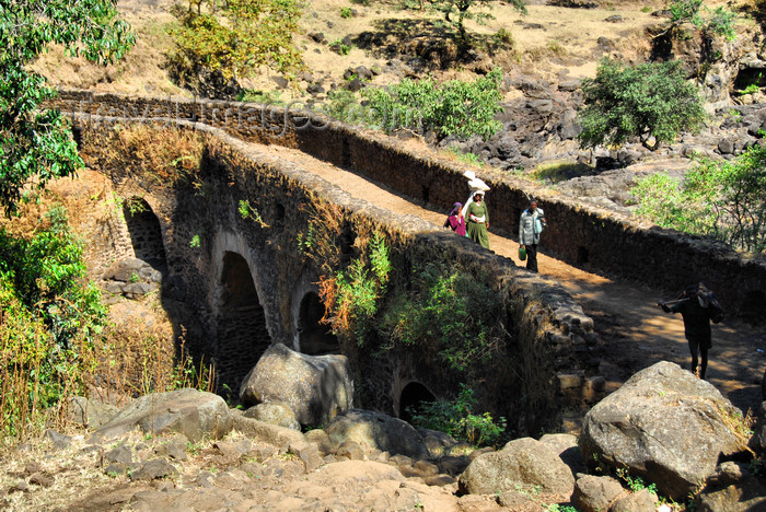 ethiopia448: Tis Issat, Amhara, Ethiopia: Ethiopia's first stone bridge is still in use - built by the Portuguese in 1626 over the Blue Nile, in the reign of Emperor Susenyos - photo by M.Torres - (c) Travel-Images.com - Stock Photography agency - Image Bank