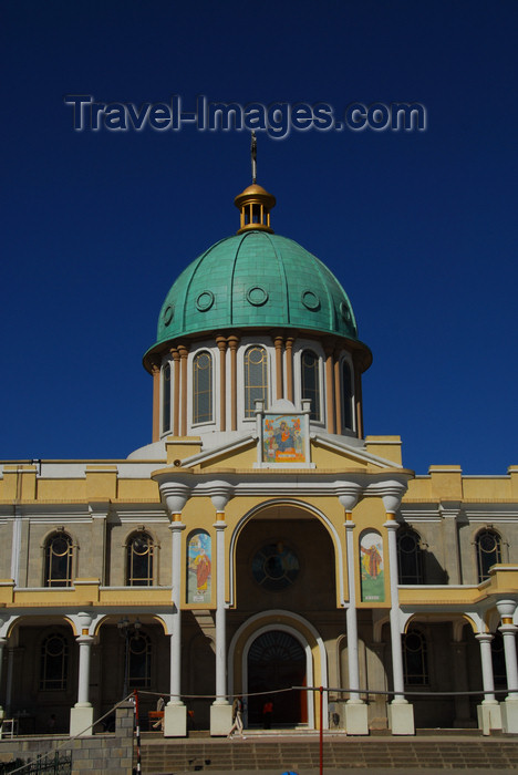 ethiopia52: Addis Ababa, Ethiopia: Bole Medhane Alem Cathedral - dome and SW stoa - photo by M.Torres - (c) Travel-Images.com - Stock Photography agency - Image Bank