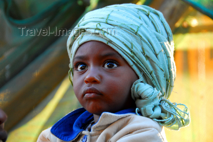 ethiopia96: Addis Ababa, Ethiopia: merkato - toddler - photo by M.Torres - (c) Travel-Images.com - Stock Photography agency - Image Bank
