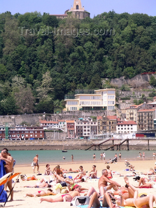 eusk4: Basque Country / Pais Vasco / Euskadi - Donostia / San Sebastian: bathers at La Concha beach - photo by R.Wallace - (c) Travel-Images.com - Stock Photography agency - Image Bank