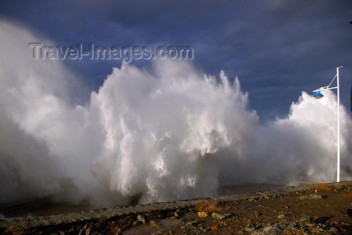 eusk44: Donostia-San Sebastián, Gipuzkoa province, Euskadi: winter on the Bay of Biscay - waves on Paseo Nuevo - photo by J.Zurutuza - (c) Travel-Images.com - Stock Photography agency - Image Bank
