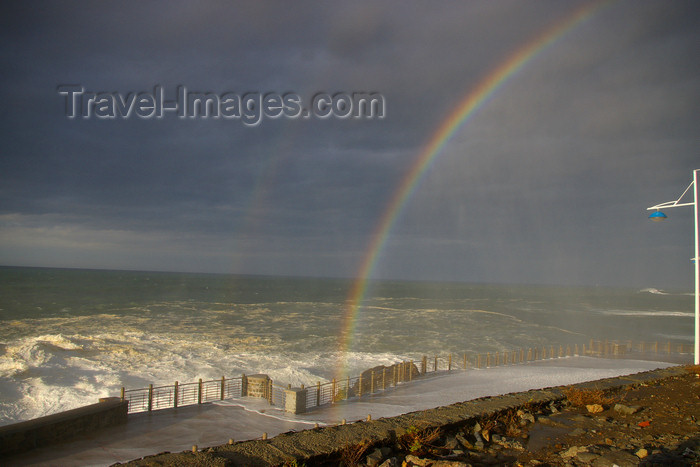 eusk45: Donostia-San Sebastián, Gipuzkoa province, Euskadi: rainbow - Southeastern end of Paseo Nuevo - photo by J.Zurutuza - (c) Travel-Images.com - Stock Photography agency - Image Bank