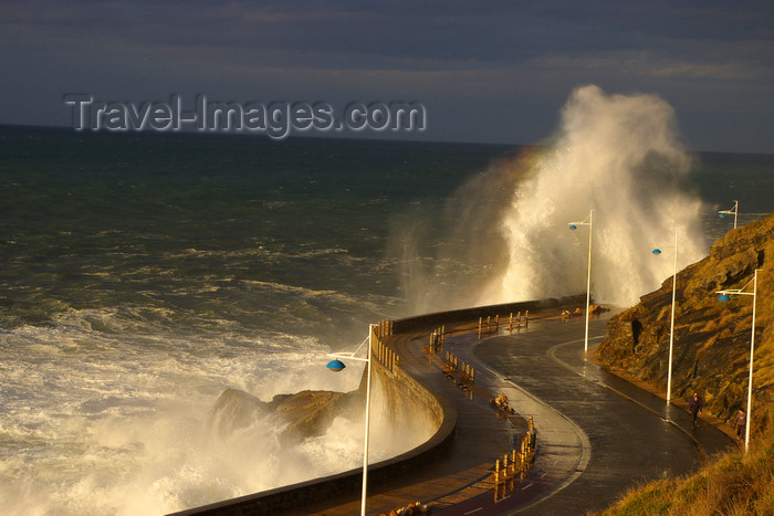 eusk46: Donostia-San Sebastián, Gipuzkoa province, Euskadi:the waves crash against Paseo Nuevo - Berria Pasealekua - photo by J.Zurutuza - (c) Travel-Images.com - Stock Photography agency - Image Bank