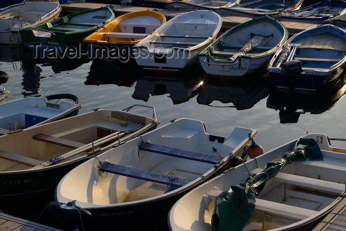 eusk48: Donostia-San Sebastián, Gipuzkoa province, Euskadi: small boats at the fishing harbour - Puerto pesquero   - photo by J.Zurutuza - (c) Travel-Images.com - Stock Photography agency - Image Bank