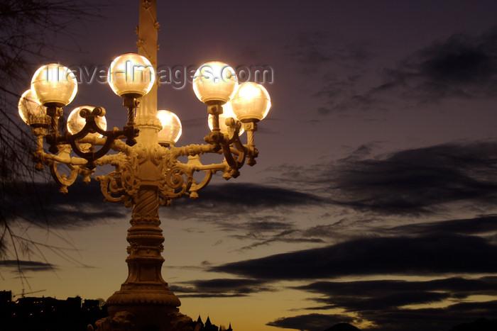 eusk56: Donostia-San Sebastián, Gipuzkoa province, Euskadi: street illumination at dusk - photo by J.Zurutuza - (c) Travel-Images.com - Stock Photography agency - Image Bank