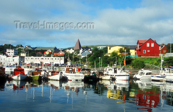 faeroe1: Faroes / Faeroe islands - Streymoy - Torshavn: boats in the old harbour - photo by D.Forman - (c) Travel-Images.com - Stock Photography agency - Image Bank
