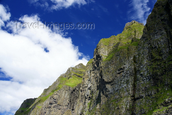 faeroe105: Vestmannabjørgini / Vestmanna bird cliffs, Streymoy island, Faroes: towering cliff faces - photo by A.Ferrari - (c) Travel-Images.com - Stock Photography agency - Image Bank