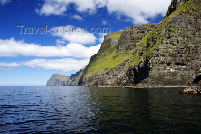 faeroe108: Vestmannabjørgini / Vestmanna bird cliffs, Streymoy island, Faroes: the western coast of the island is a favourite nesting area for many species of birds - photo by A.Ferrari - (c) Travel-Images.com - Stock Photography agency - Image Bank