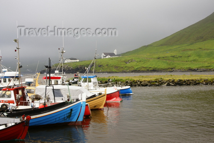 faeroe11: Norðragøta / Gøta village, Eysturoy island, Faroes: fishing boats in the harbour - photo by A.Ferrari - (c) Travel-Images.com - Stock Photography agency - Image Bank
