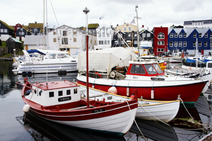 faeroe121: Tórshavn, Streymoy island, Faroes: boats in the east harbour, Eystaravág - Tinganes in the background - photo by A.Ferrari - (c) Travel-Images.com - Stock Photography agency - Image Bank