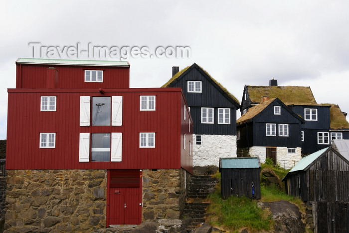 faeroe122: Tórshavn, Streymoy island, Faroes: red and black Faroese houses of the Tinganes peninsula - photo by A.Ferrari - (c) Travel-Images.com - Stock Photography agency - Image Bank
