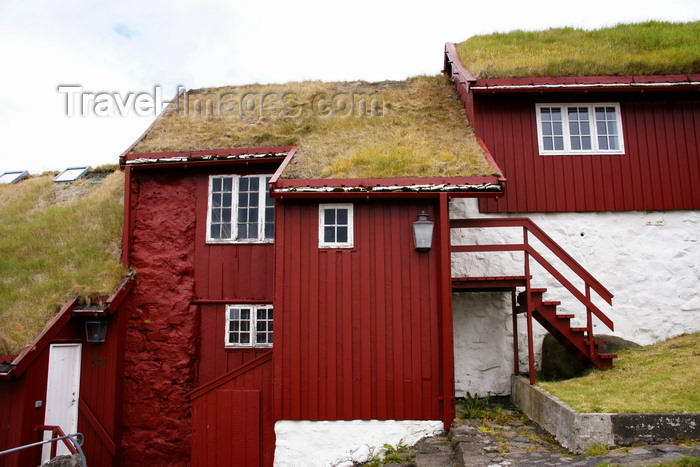 faeroe124: Tórshavn, Streymoy island, Faroes: Faroese houses with turf roofs in the Tinganes peninsula - photo by A.Ferrari - (c) Travel-Images.com - Stock Photography agency - Image Bank