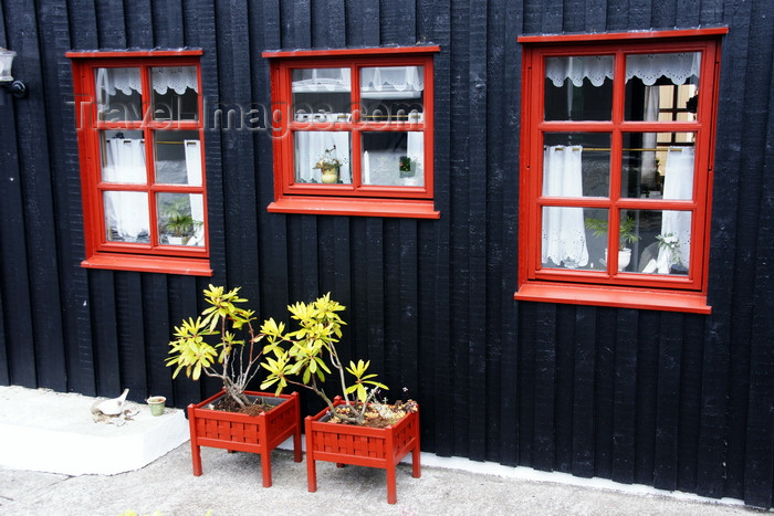 faeroe127: Tórshavn, Streymoy island, Faroes: plants in red vases in front of a Faroese house of Tinganes - photo by A.Ferrari - (c) Travel-Images.com - Stock Photography agency - Image Bank