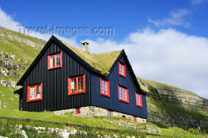 faeroe147: Kirkjubøur, Streymoy island, Faroes: old Nordic house with peat roof, above the Kirkjubøargarður - photo by A.Ferrari - (c) Travel-Images.com - Stock Photography agency - Image Bank