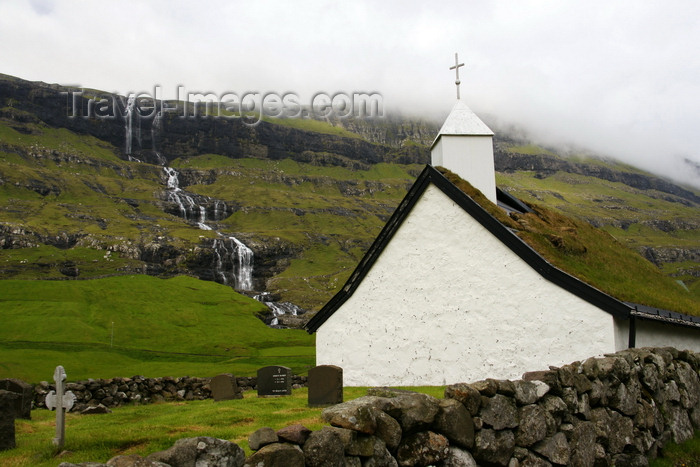 faeroe152: Saksun, Streymoy island, Faroes: cemetery and the church, which was moved from Tjornuvik in the 19th century - photo by A.Ferrari - (c) Travel-Images.com - Stock Photography agency - Image Bank