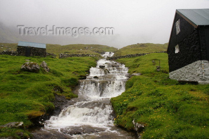 faeroe153: Múli, Borðoy island, Norðoyar, Faroes: waterfall and house in an almost abandoned village - photo by A.Ferrari - (c) Travel-Images.com - Stock Photography agency - Image Bank