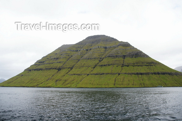 faeroe157: Kunoy island, Norðoyar, Faroes: the 'Woman island' from the sea - photo by A.Ferrari - (c) Travel-Images.com - Stock Photography agency - Image Bank