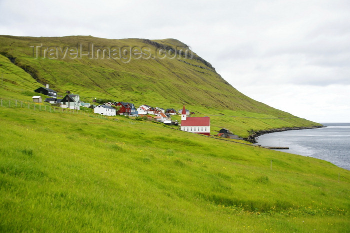 faeroe158: Husar village, Kalsoy island, Norðoyar, Faroes: plenty of green grass and no trees - quintessential Faroese landscape - photo by A.Ferrari - (c) Travel-Images.com - Stock Photography agency - Image Bank
