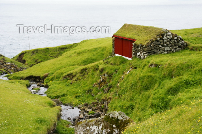 faeroe166: Trøllanes, Kalsoy island, Norðoyar, Faroes: house with grass roof and an ocean view in the northernmost of the 4 villages on the island - photo by A.Ferrari - (c) Travel-Images.com - Stock Photography agency - Image Bank