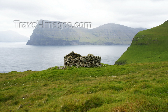 faeroe168: Trøllanes, Kalsoy island, Norðoyar, Faroes: ruin and view over Kunoy island - photo by A.Ferrari - (c) Travel-Images.com - Stock Photography agency - Image Bank