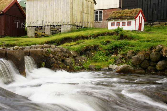 faeroe17: Gjógv village, Eysturoy island, Faroes: rapids and miniature house - photo by A.Ferrari - (c) Travel-Images.com - Stock Photography agency - Image Bank