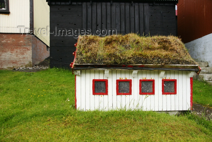 faeroe18: Gjógv village, Eysturoy island, Faroes: miniature house with peat covered roof - photo by A.Ferrari - (c) Travel-Images.com - Stock Photography agency - Image Bank