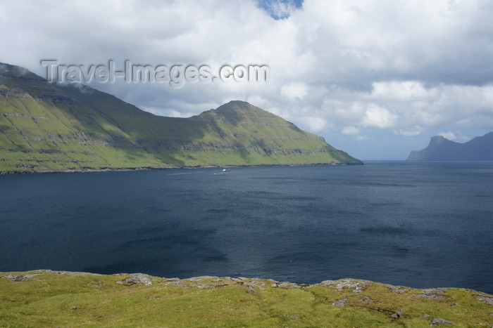 faeroe22: Eysturoy island, Faroes: on the shore of Funningsfjørður inlet - photo by A.Ferrari - (c) Travel-Images.com - Stock Photography agency - Image Bank