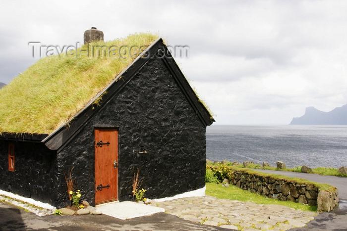 faeroe28: Elduvik village, Eysturoy island, Faroes: Black house with turfed roof - photo by A.Ferrari - (c) Travel-Images.com - Stock Photography agency - Image Bank