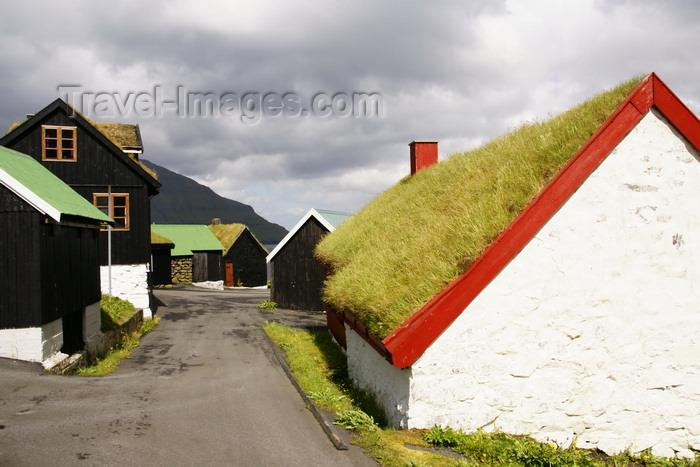 faeroe29: Elduvik village, Eysturoy island, Faroes: wandering in the streets of Elduvik - photo by A.Ferrari - (c) Travel-Images.com - Stock Photography agency - Image Bank