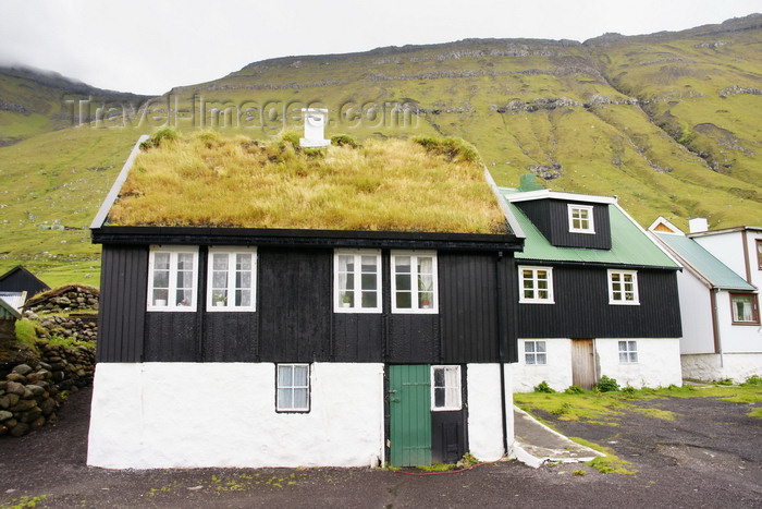 faeroe32: Elduvik village, Eysturoy island, Faroes: Faroese houses - the village is known for the legend of Marmennil and Anfinnur - photo by A.Ferrari - (c) Travel-Images.com - Stock Photography agency - Image Bank