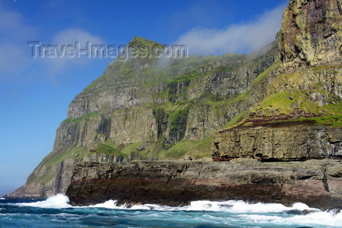 faeroe36: Mykines island, Faroes: tall cliffs along the coast of Mykines - photo by A.Ferrari - (c) Travel-Images.com - Stock Photography agency - Image Bank