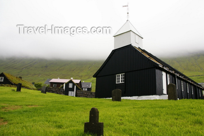 faeroe4: Norðragøta village, Norðragøta village, Eysturoy island, Faroes: the old wooden church in the centre of the village, built in 1833 - grave stones - photo by A.Ferrari - (c) Travel-Images.com - Stock Photography agency - Image Bank