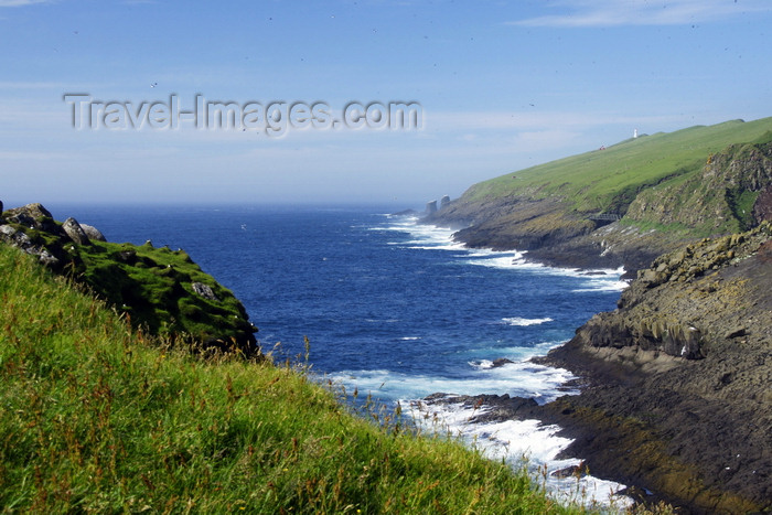 faeroe40: Mykines island, Faroes: view from Mykines village over the gorge, towards Mykinesholmur islet - photo by A.Ferrari - (c) Travel-Images.com - Stock Photography agency - Image Bank