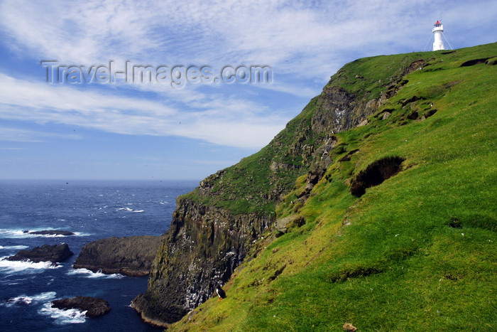 faeroe45: Mykinesholmur islet, Mykines island, Faroes: lighthouse and cliff at the western edge of Mykinesholmur - end of a long hiking and the wersternmost point in the archipelago - photo by A.Ferrari - (c) Travel-Images.com - Stock Photography agency - Image Bank