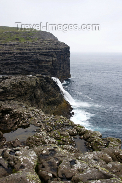 faeroe66: Bøsdalafossur waterfall, Vágar island, Faroes: where Sørvagsvatn lake falls into the Atlantic Ocean - photo by A.Ferrari - (c) Travel-Images.com - Stock Photography agency - Image Bank