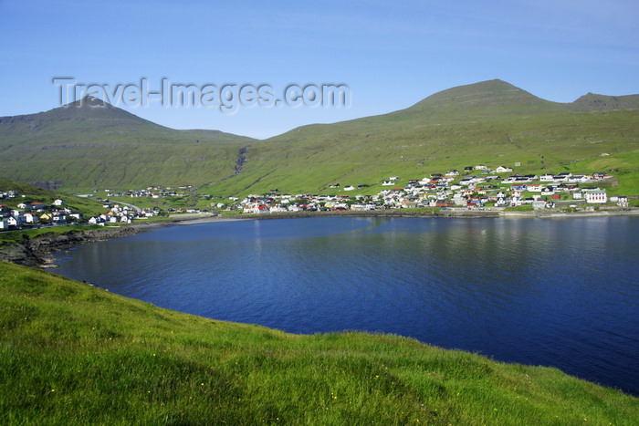 faeroe68: Sandavágur, Vágar island, Faroes: the village and verdant hillsides around the inlet - photo by A.Ferrari - (c) Travel-Images.com - Stock Photography agency - Image Bank