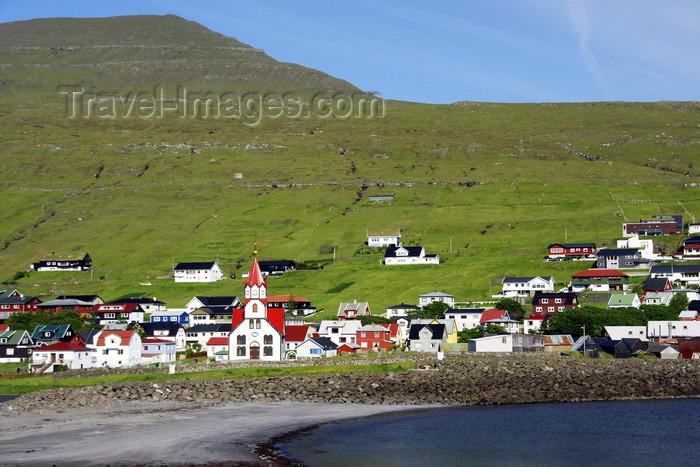 faeroe69: Sandavágur, Vágar island, Faroes: south coast of the island - sandy beach by the village - photo by A.Ferrari - (c) Travel-Images.com - Stock Photography agency - Image Bank