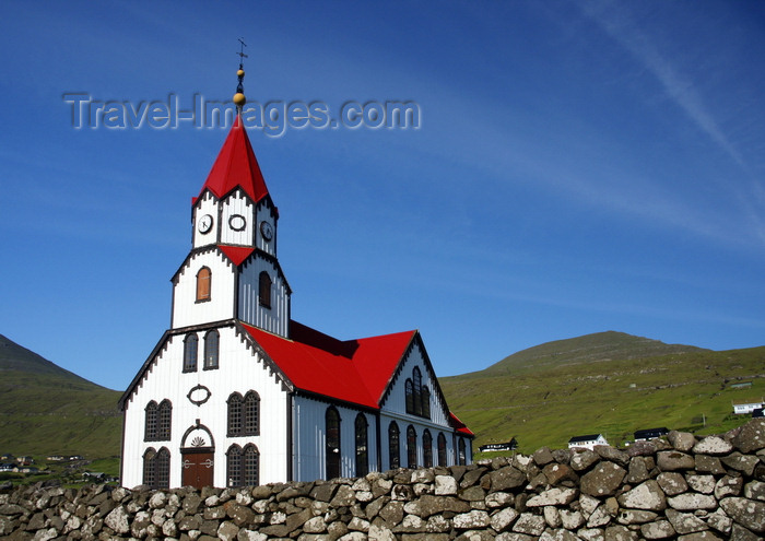 faeroe71: Sandavágur, Vágar island, Faroes: red-roofed church - Evangelical-Lutheran - Føroya Kirkja - photo by A.Ferrari - (c) Travel-Images.com - Stock Photography agency - Image Bank