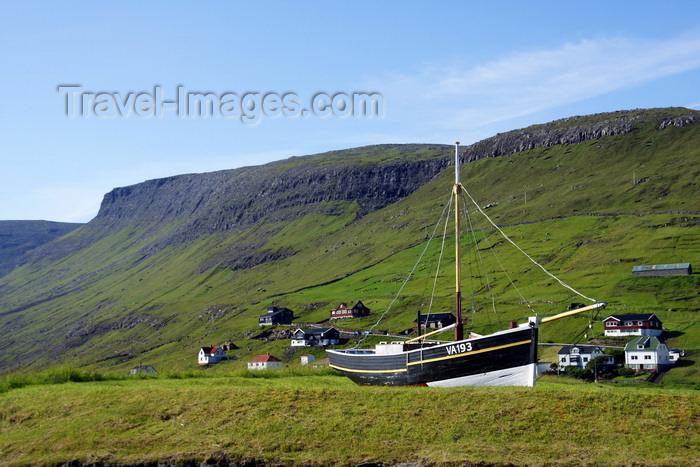 faeroe72: Sørvágur village, Vágar island, Faroes: boat at the village entrance - VA193 - Sørvágs Kommuna - photo by A.Ferrari - (c) Travel-Images.com - Stock Photography agency - Image Bank